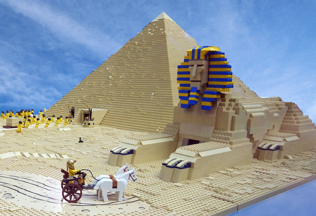 Lego Sphynx and pyramid